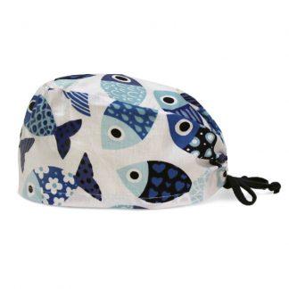 czepek medyczny #32C w niebieskie ryby na białym tle